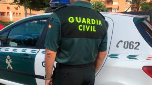 La Guardia Civil ha identificado al conductor del vehículo que se dio a la fuga tras chocar con una pared este domingo